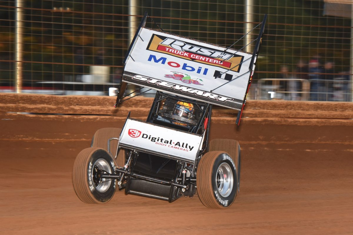 Tony Stewart qualifies for $20,000-to-win Dirt Classic at Lincoln Speedway